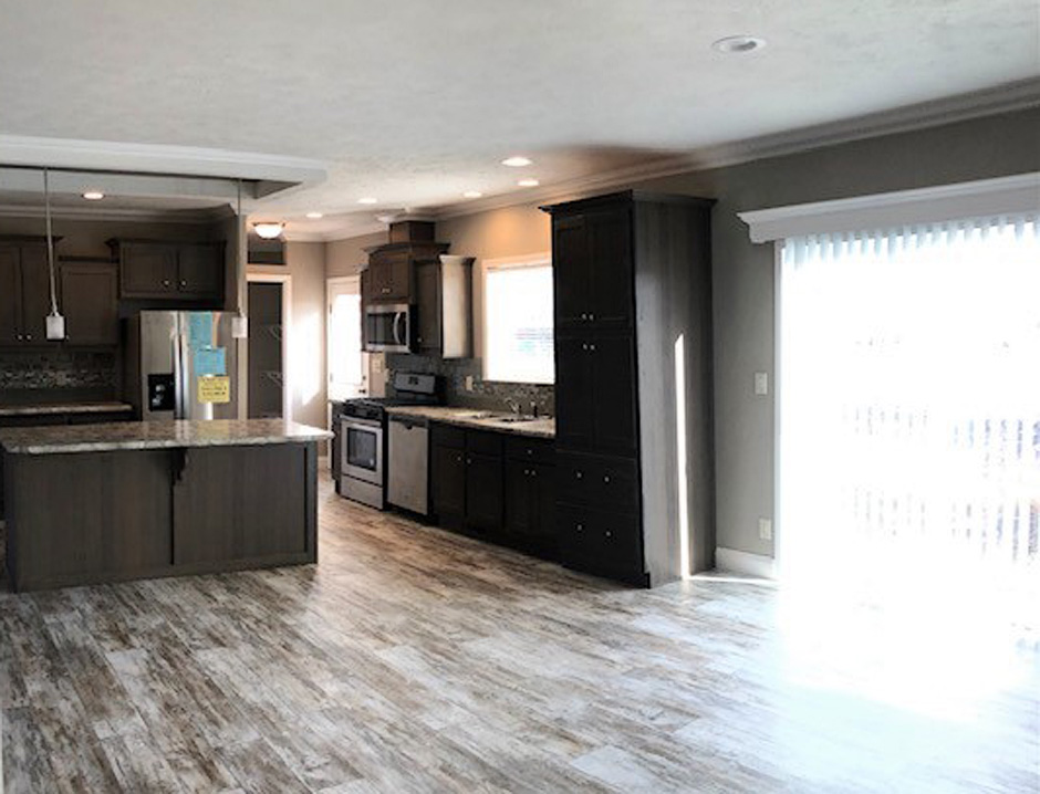 Skyline Homes - Skyliner Series - Kitchen with Dining Area